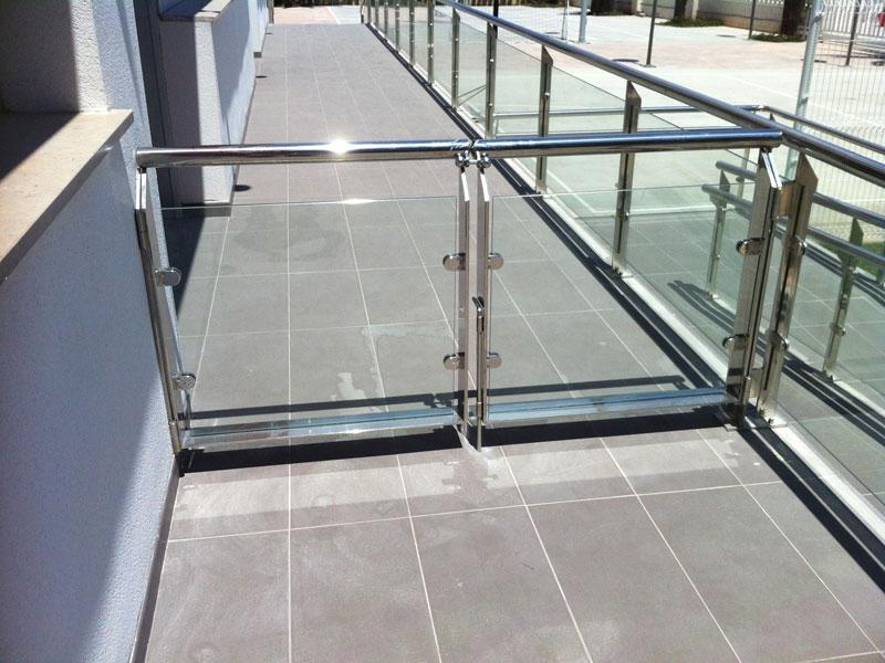 cancela-acero-vidrio